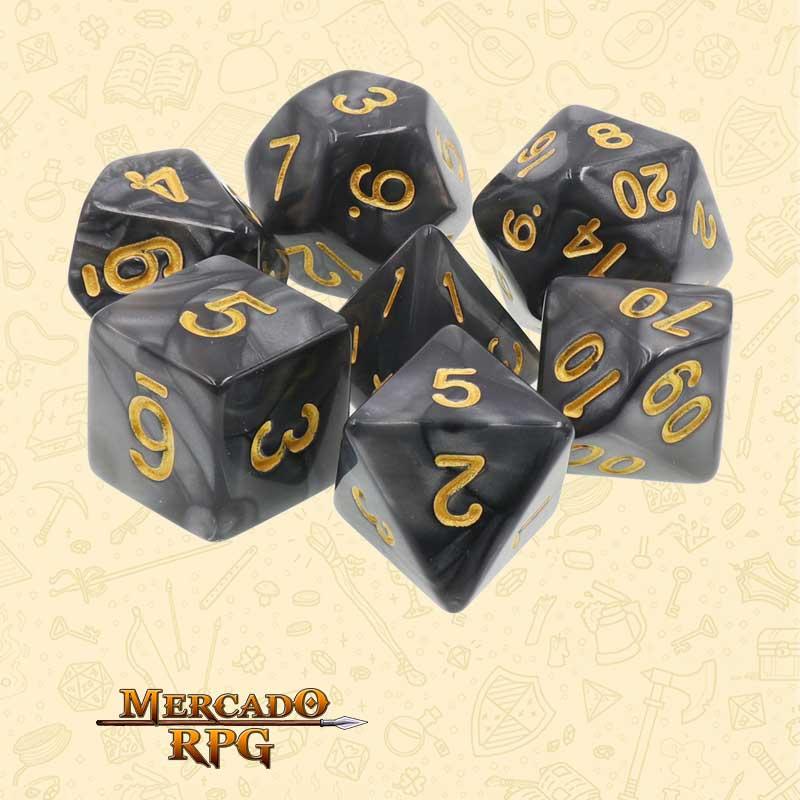 Dados de RPG - Conjunto com 7 Dados Perolados - Black Pearl Dice Golden Font - Mercado RPG