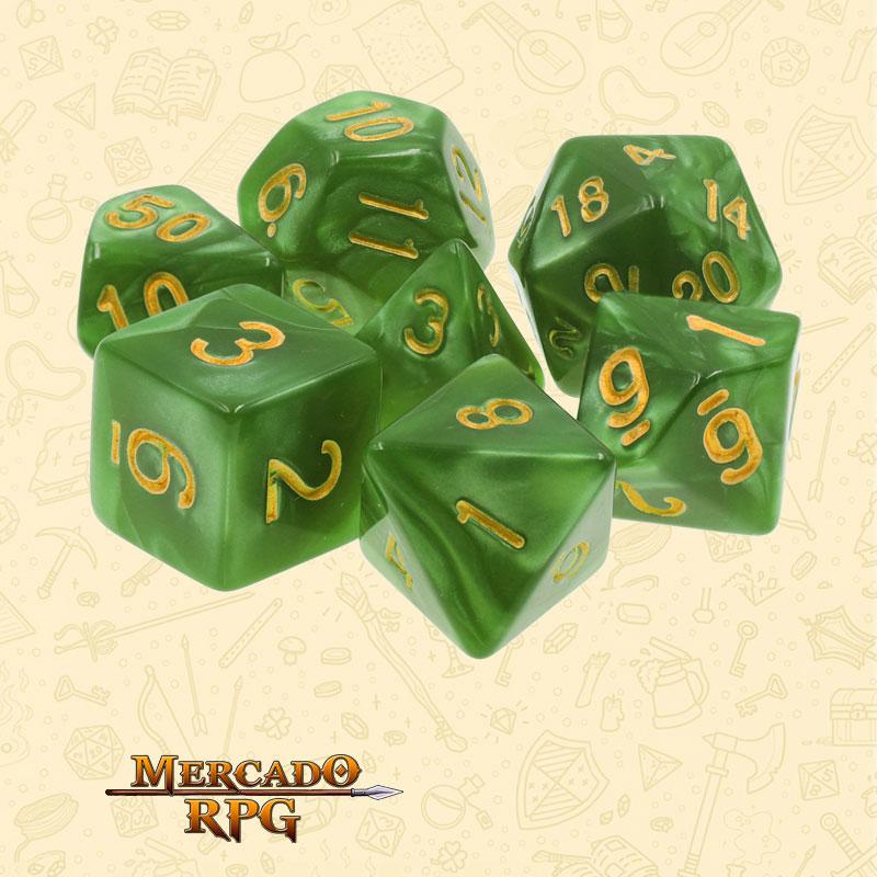 Dados de RPG - Conjunto com 7 Dados Perolados - Grass Green Pearl Dice Golden Font - Mercado RPG
