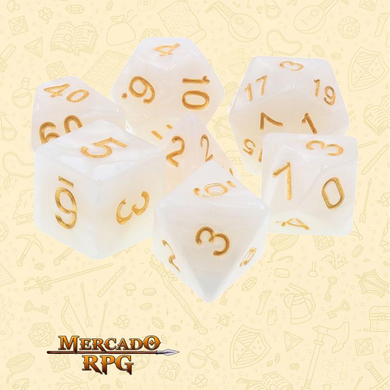Dados de RPG - Conjunto com 7 Dados Perolados - White Pearl Dice Golden Font - Mercado RPG