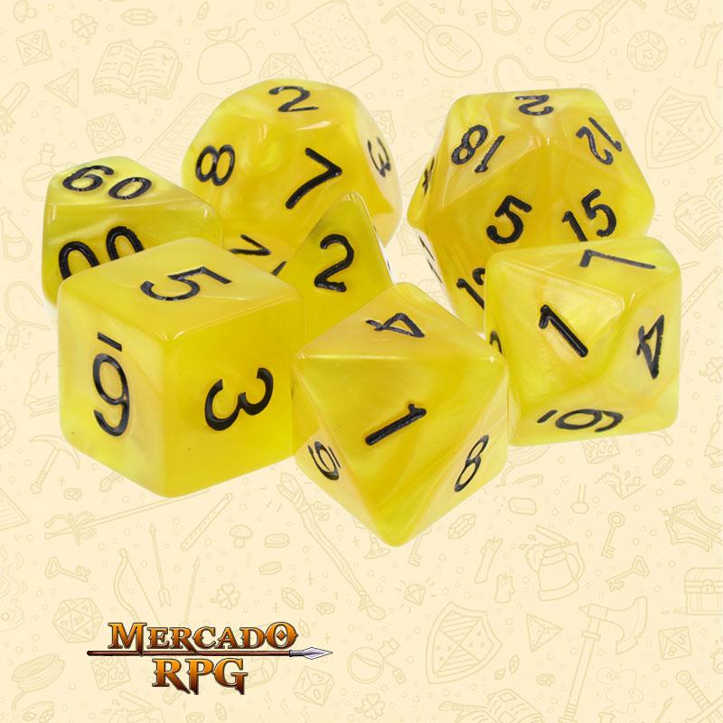 Dados de RPG - Conjunto com 7 Dados Perolados - Yellow Pearl Dice Black Font - Mercado RPG