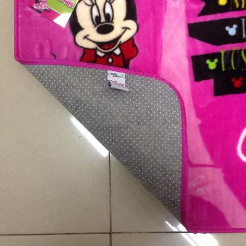 Tapete Infantil Jolitex Minnie Viagem Disney 0,70m X 1,10m