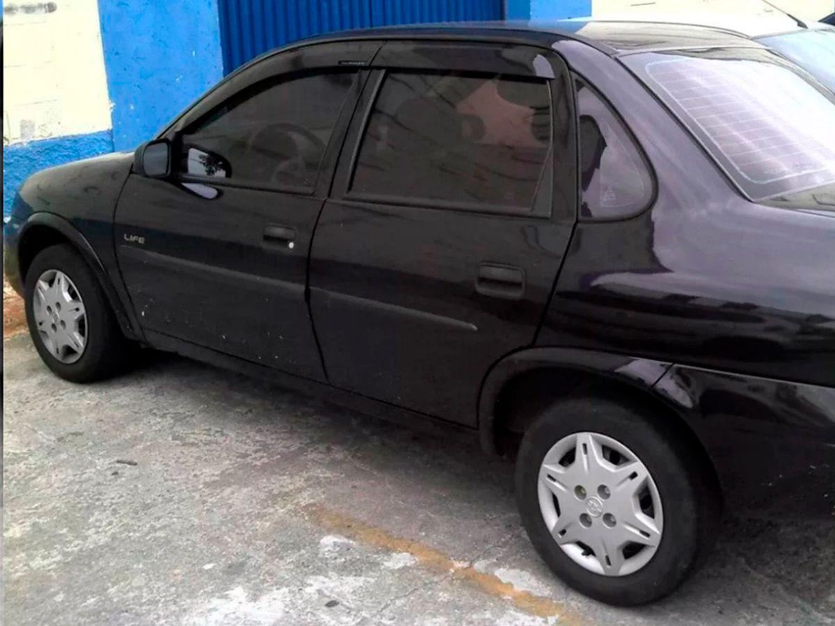 Calha De Chuva Com Escrita Em Alto Relevo Chevrolet Corsa Classic
