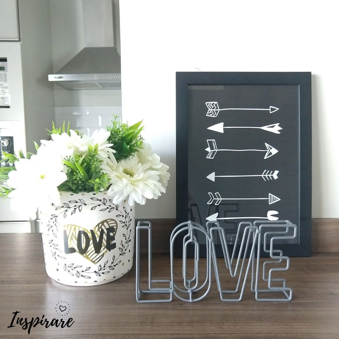 DECOR METAL LETTER DOUBLE WIRED LOVE  URBAN