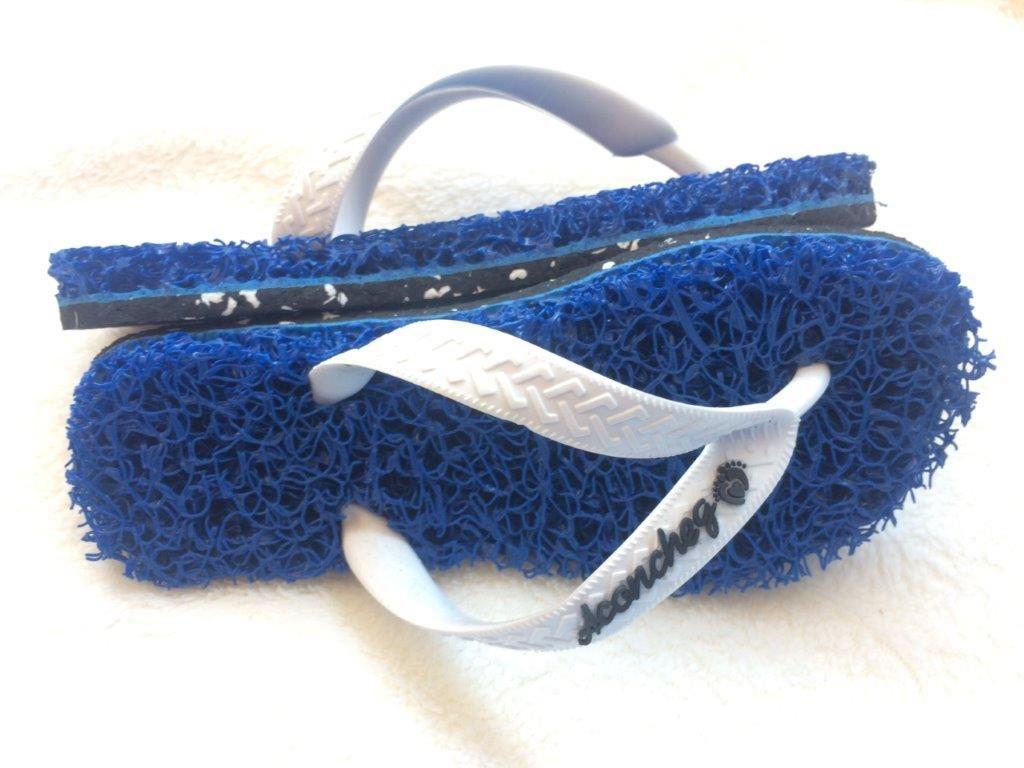 1edc1d5ff Chinelo com Solado Ecológico chinelo Capacho Azul com tiras Branca - Chinelos  Aconchego