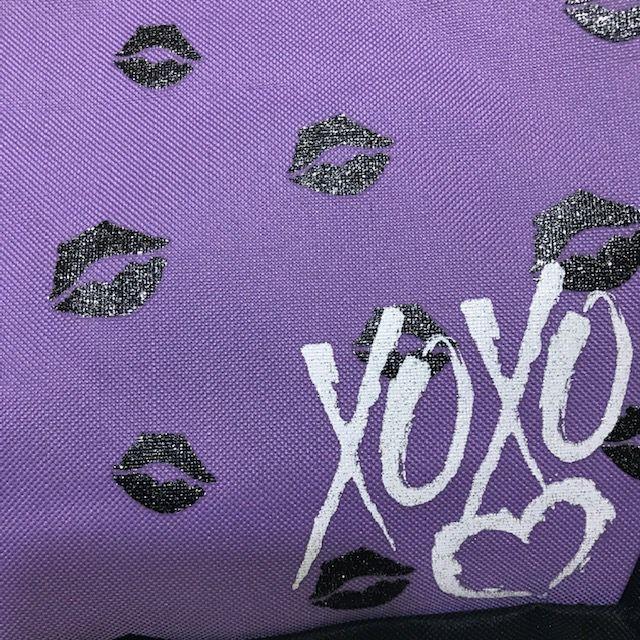 Mochila Feminina Estampada Modelo Beijo Xoxo 0183 Lilás