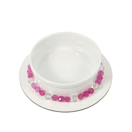 Comedouro  ou bebedouro em porcelana  com um colar de contas tipo cristal rosa.LUXO!