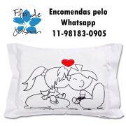 Travesseiro Personalizado Casal Beijo P 20 cm x 30 cm