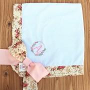 Manta para Bebê Bordada Piquet Branco Floral com Rosa