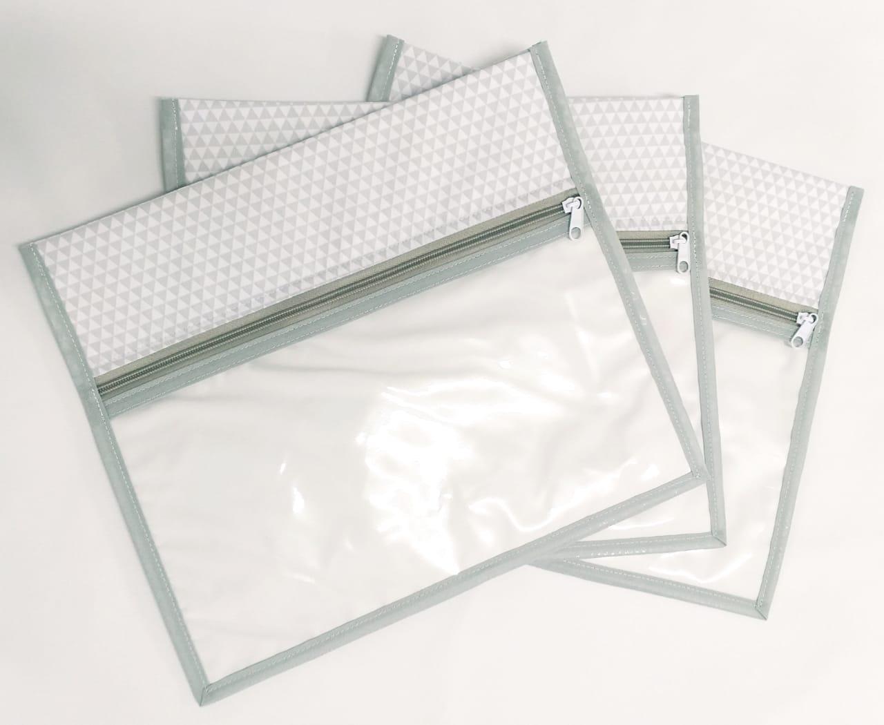 Kit Maternidade Triângulos Cinza - 3 Saquinhos E 2 Necessaires