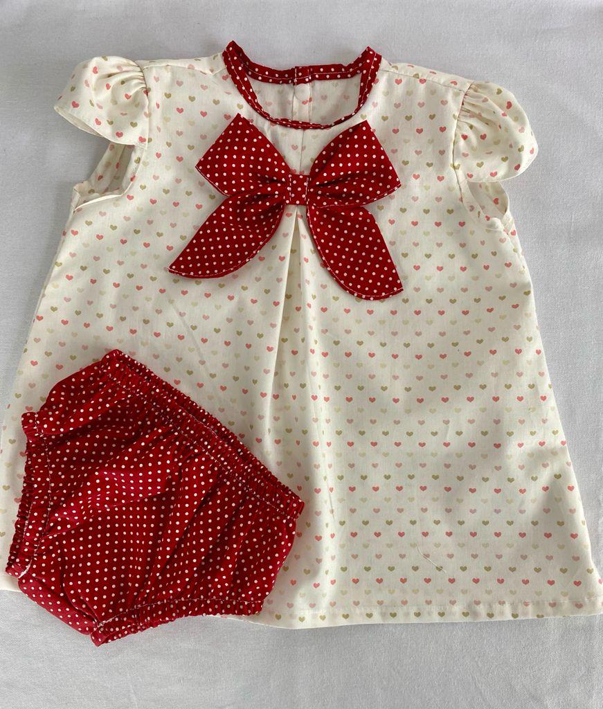 Vestido bebê Estampado Coração Vermelho + Calcinha