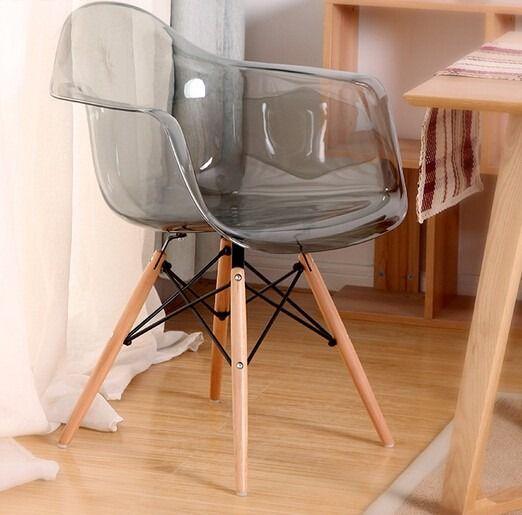 Cadeira Eiffel Policarbonato com Braço Base Madeira