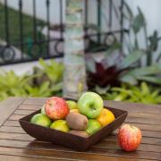 Travessa Saladeira Fruteira quadrada marrom imbuia de material plástico sustentável para casa e cozinha