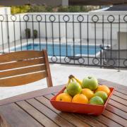 Travessa Saladeira Fruteira quadrada vermelha mogno de material plástico sustentável para casa e cozinha
