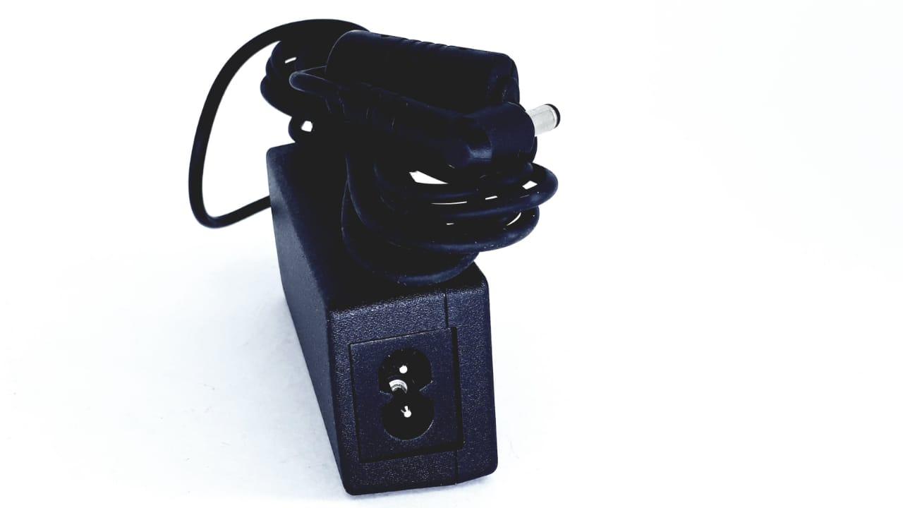 Carregador Fonte Hipro Hp-A0301r2 19v 1,58a 30w + cabo de força NOVO