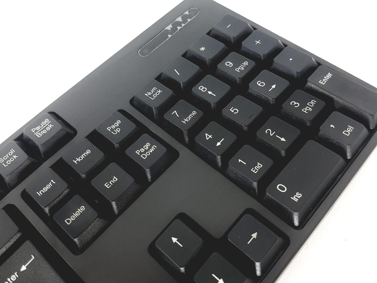Kit com 5 teclados abnt2 e mouses opticos com fio preto novo