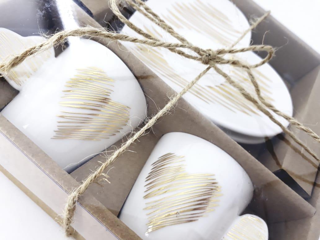 Xícara e píres de porcelana branca com coração dourado  80 ml