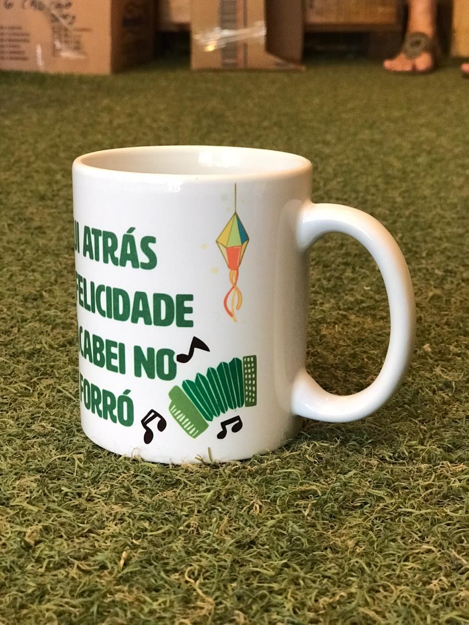 """Caneca Junina - """"Acabei no forró"""""""