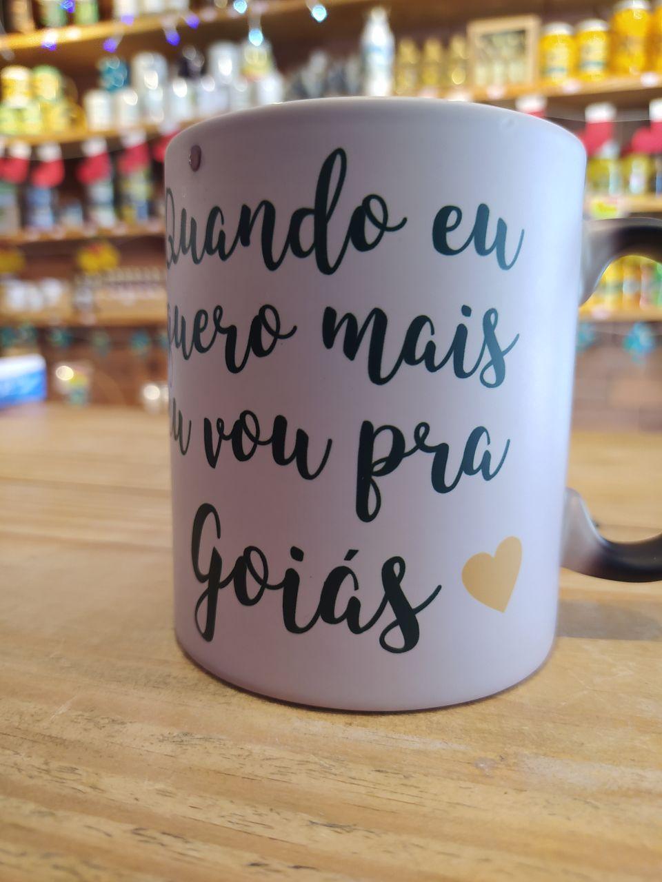 """Caneca mágica """"Quando eu quero mais eu vou pra Goiás"""" 325ml - Tipo reta"""