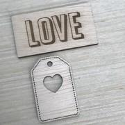 Aplique madeira tag e plaquinha love