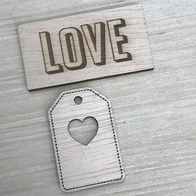 Aplique madeira tag e plaquinha love  - SCRAP GOODIES