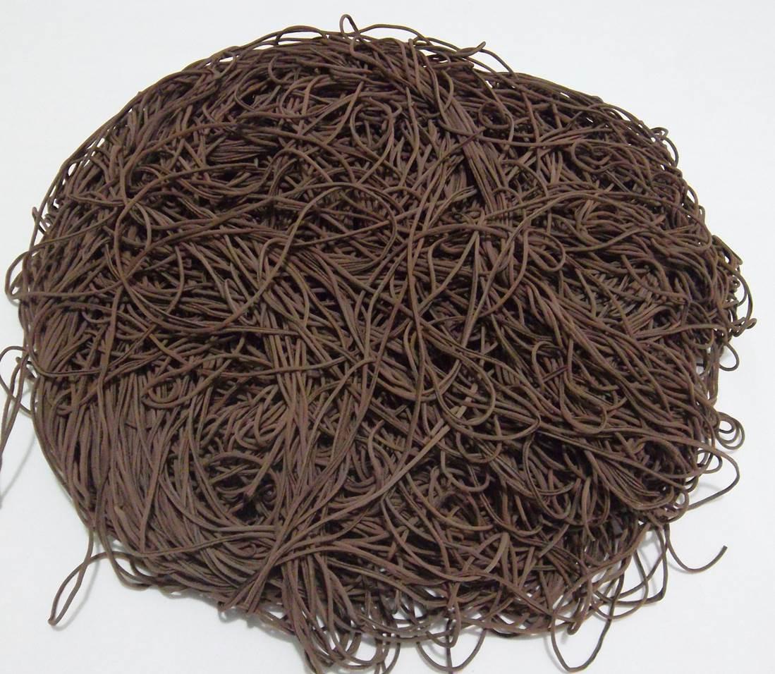 Tira de Macarrão/Espaguete 1kg Marrom  - Bastex Artesanatos