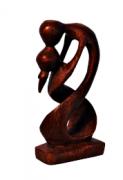 escultura abstrata de casal
