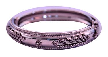 bracelete em metal  modelo guita