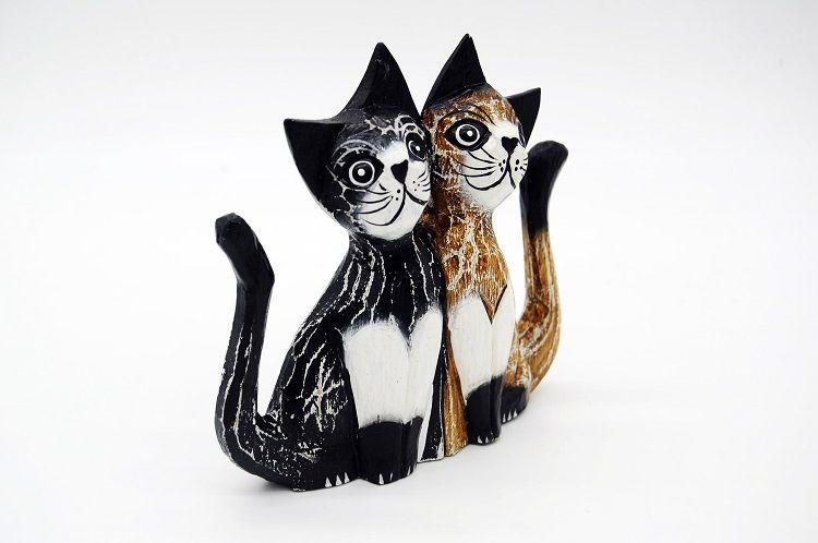 Casal de Gatos Em Madeira