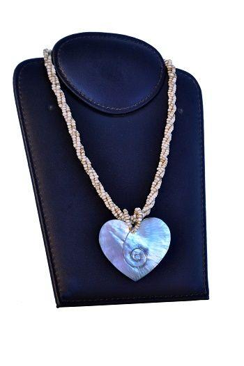 colar em missanga com pingente white heart