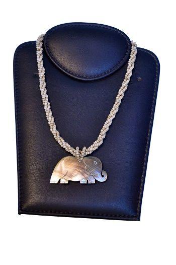colar em missanga com pingente golden elephant
