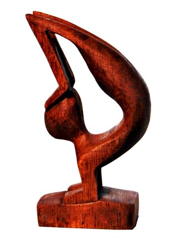 escultura abstrata em madeira malabarista