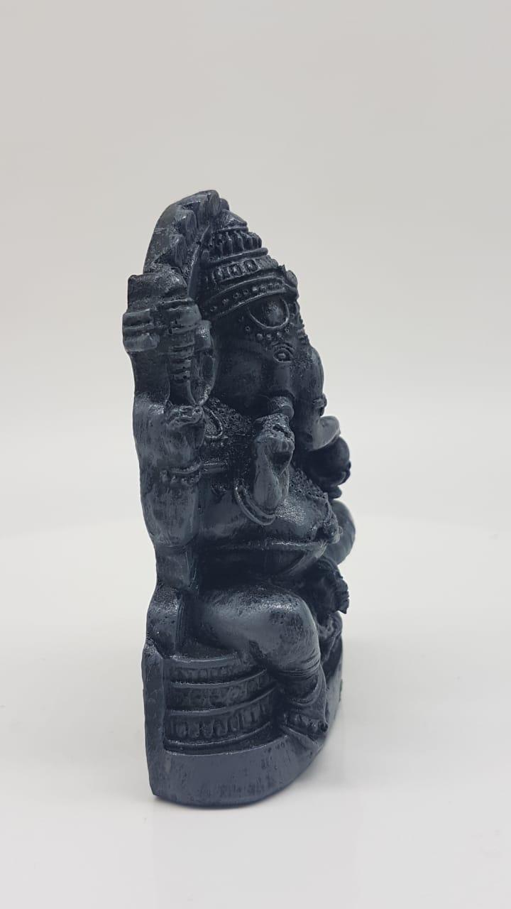 Escultura de Black Ganesha em resina
