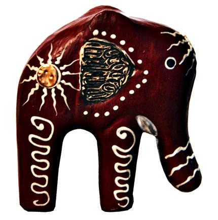 escultura de elefante em madeira natural