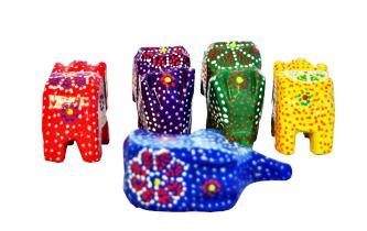 Jogo de elefantes em madeira