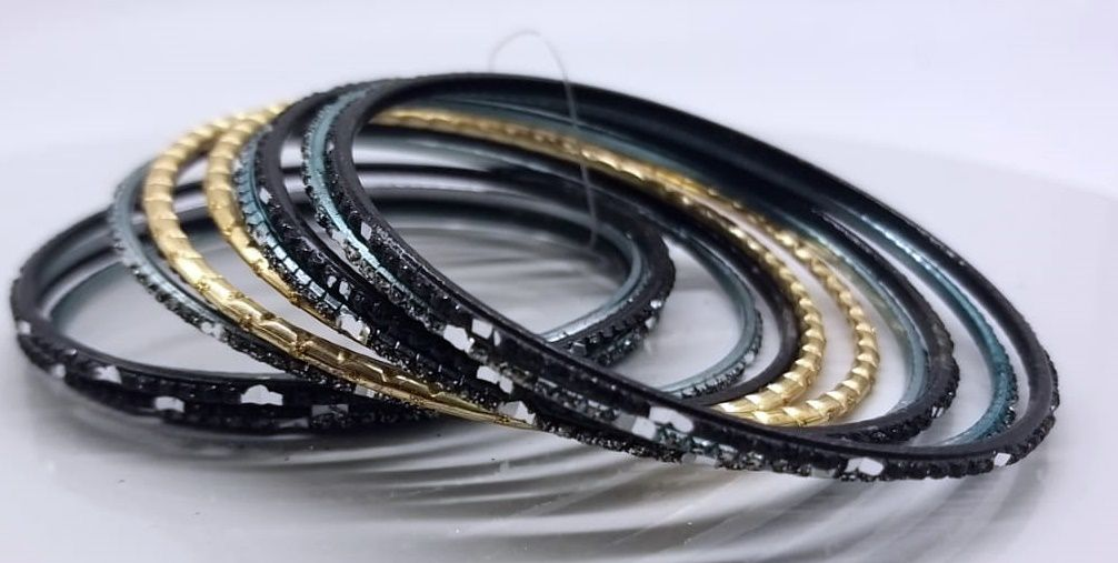 pulseira indiana em metal colorido golden black