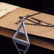 Colar Símbolo De Triângulo Pirâmide