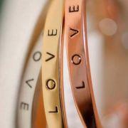 Bracelete Feminino Love Dourado