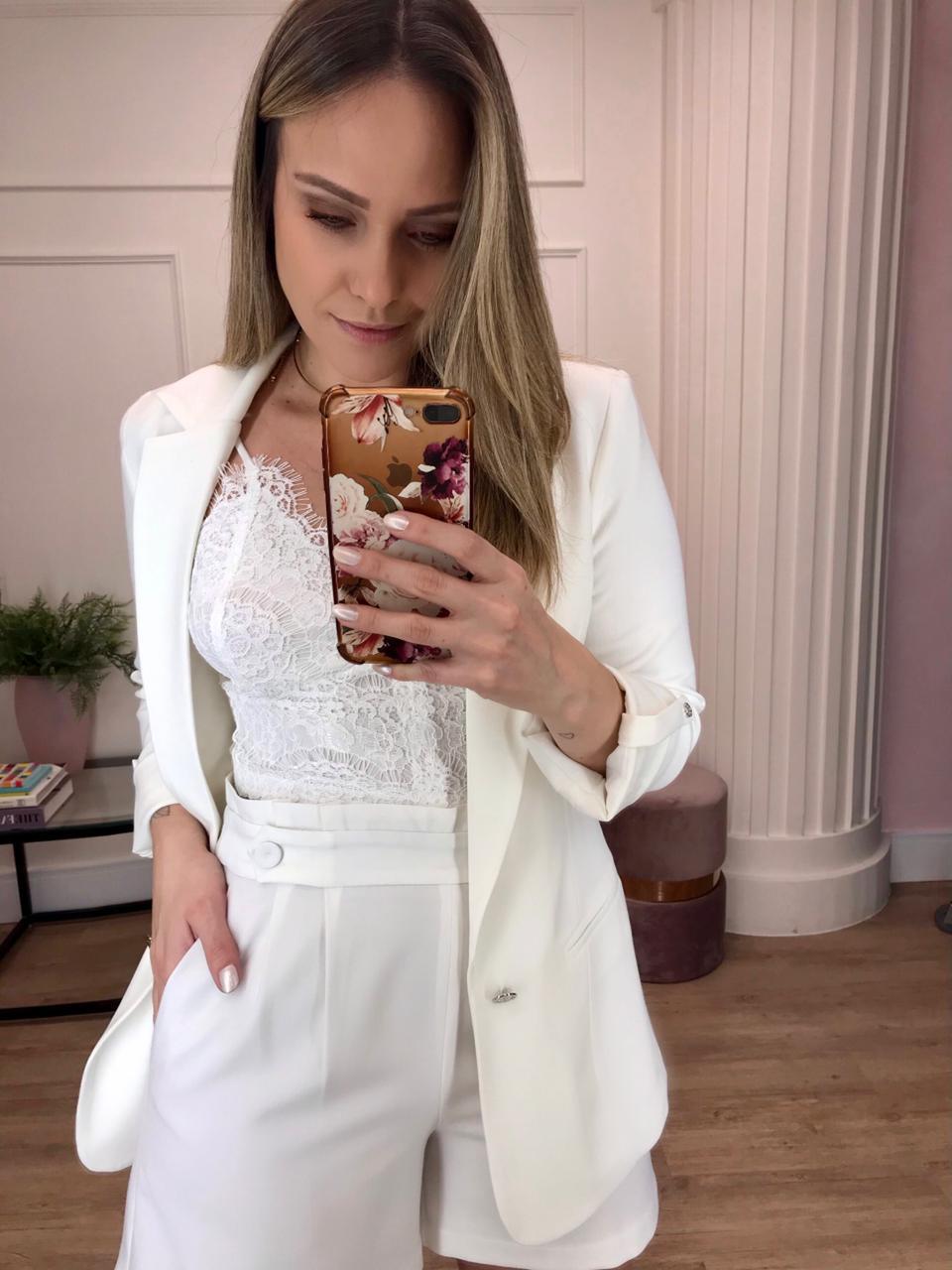Blazer Liliane Alfaiataria Boyfriend Martingale Alongado Detalhe Botões Brasão