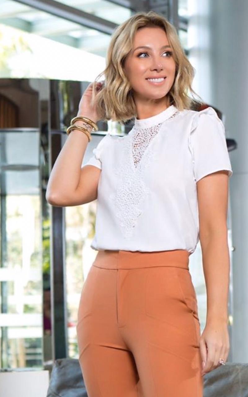 Blusa Adriana Crepe C/Detalhe Guipir na frente