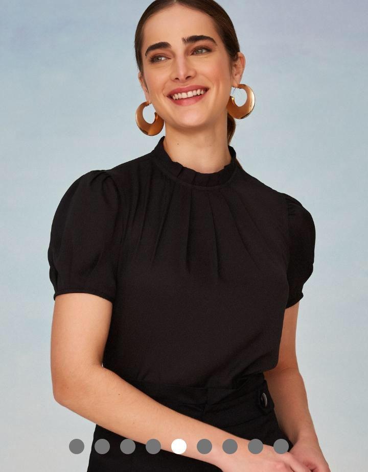 Blusa Adriana Crepe Detalhe Gola Prega
