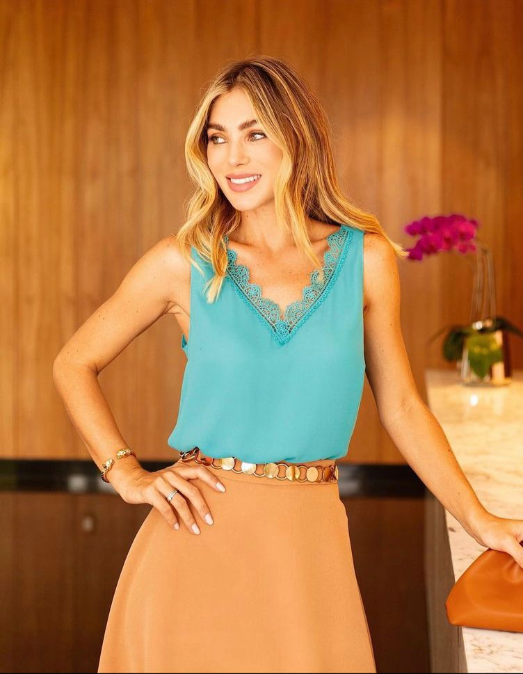 Blusa Alice Crepe Decote V Detalhe Renda