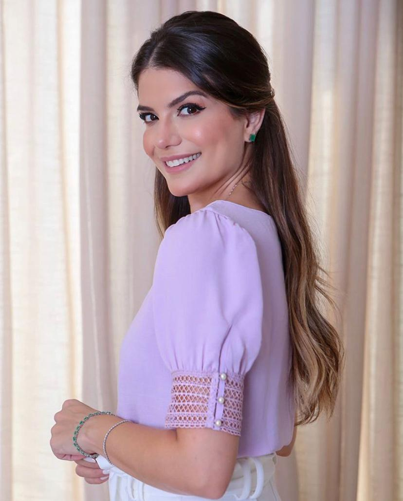 Blusa Ariane  Crepe Detalhe Renda Punho