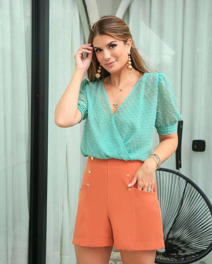 Blusa Ariane Em Chiffon Com Textura De Poas + Regata