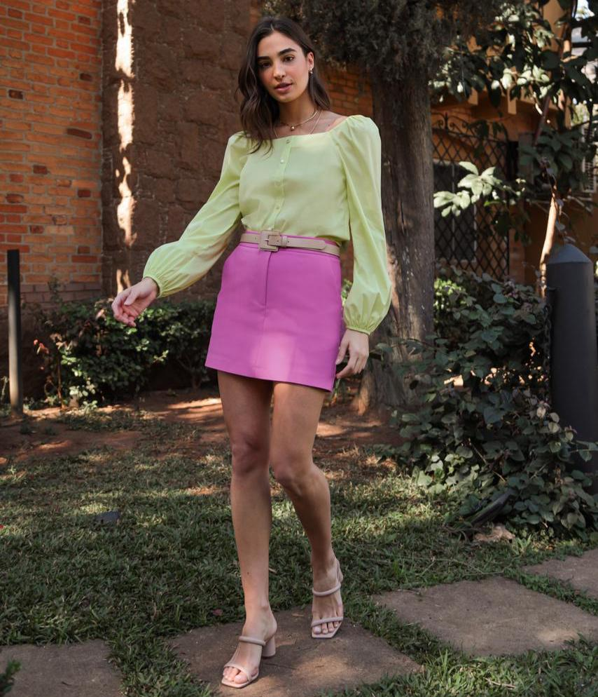 Blusa Ariane Tricoline Manga Bufante Decote Quadrado Detalhe Punho Elástico Botões Perolados 4% Elastano