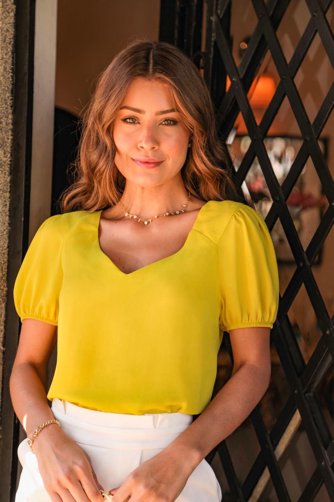 Blusa Bianca Crepe Decote Princesa Detalhe Pala Ombro Dupla