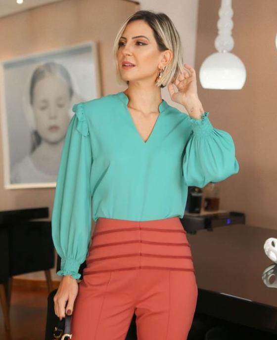 Blusa Bianca Crepe Detalhe Babado Lastex Punho