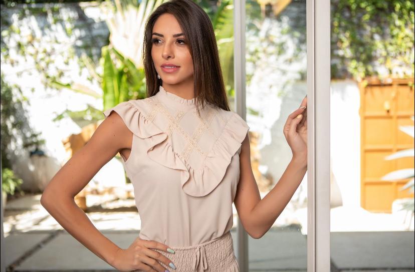 Blusa Camila Crepe Babados Detalhe Renda
