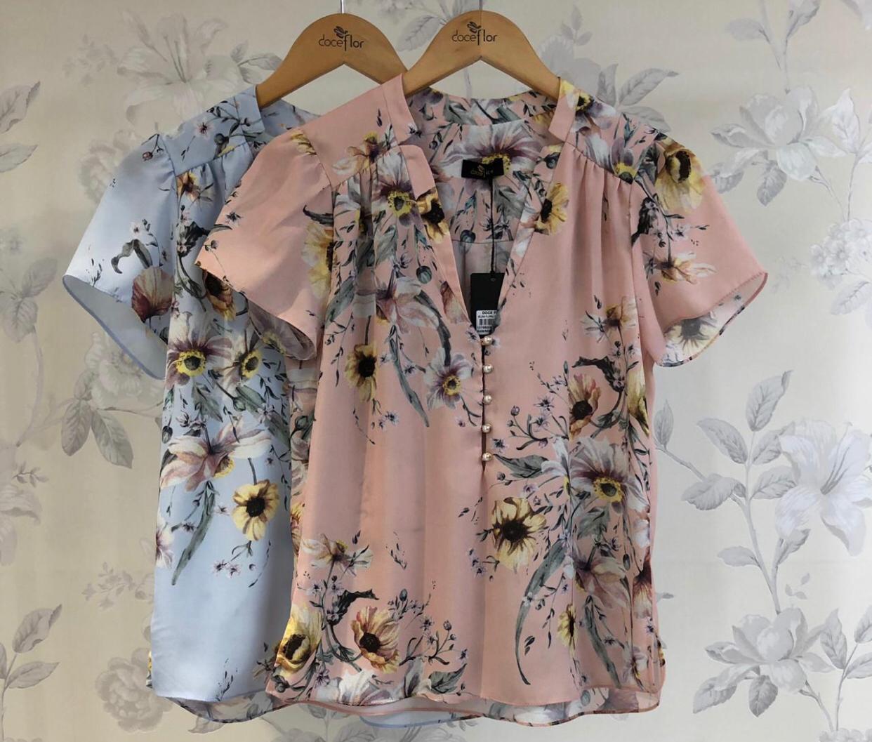 Blusa  Camila  Crepe Floral com Botões