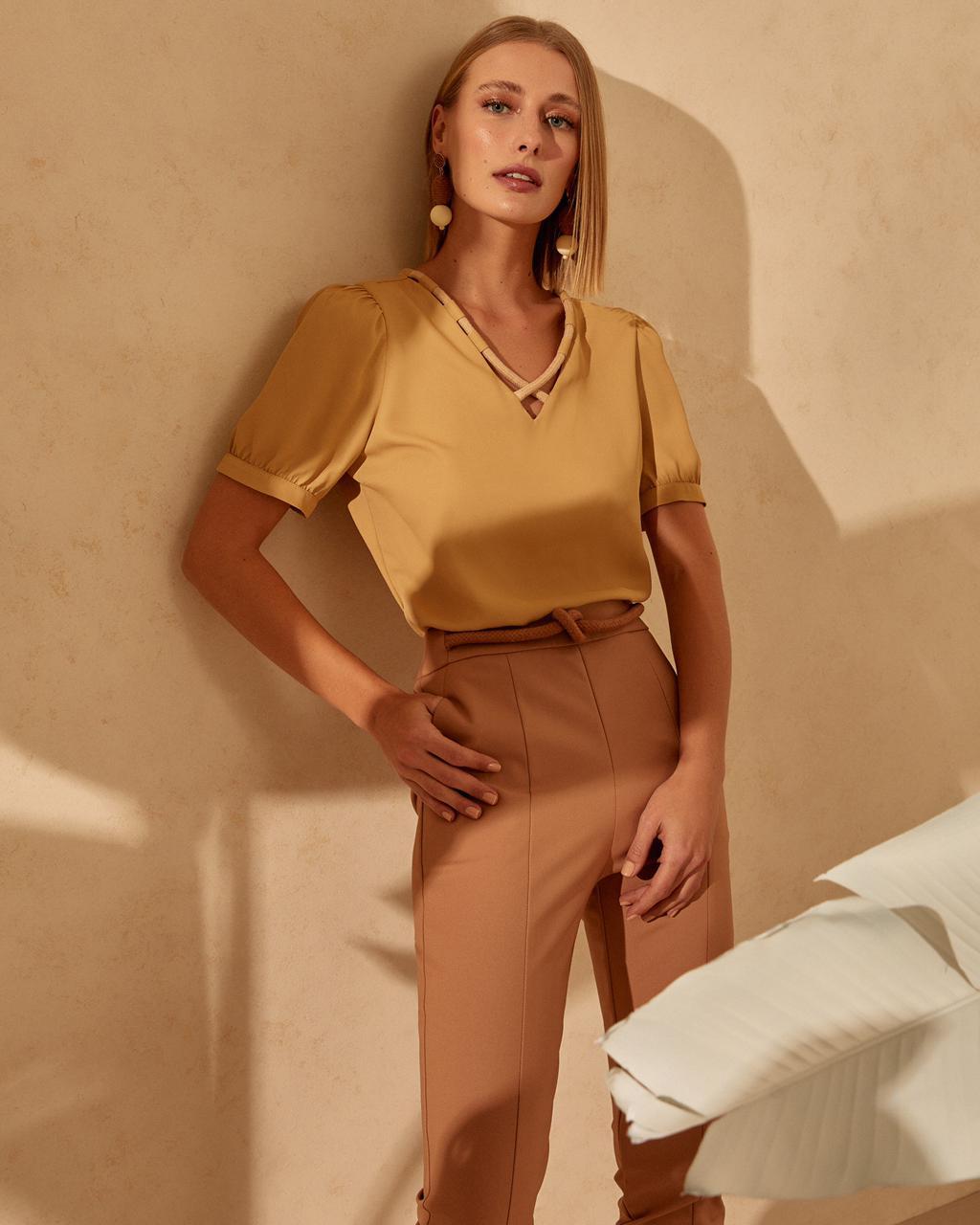Blusa Camille Crepe Detalhe Decote Corda