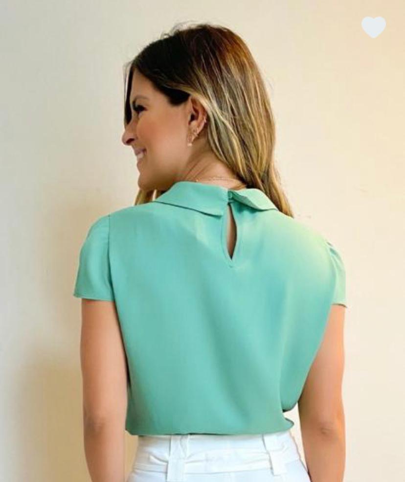 Blusa Celina Crepe Detalhes Botões Forrados